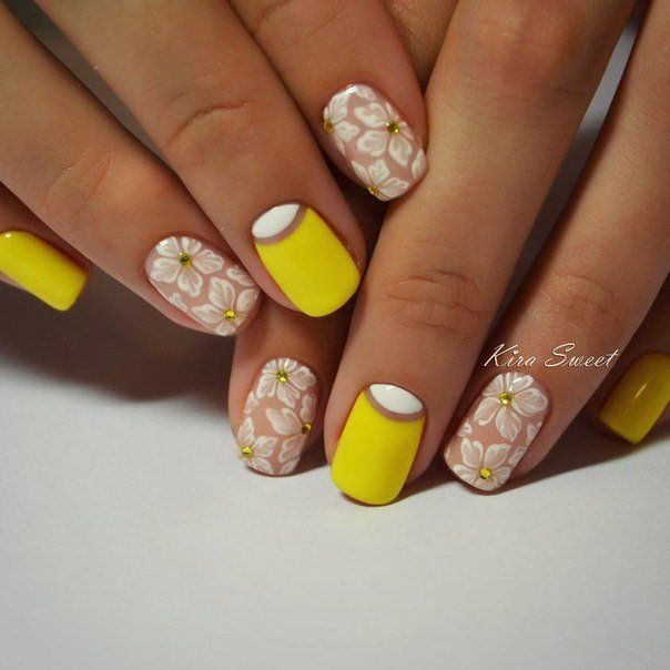April nails, Delicate nails, flower nail art, Gentle gel polish for manicure, Gentle summer nails, Manicure by summer dress, Nails ideas with flowers, Nails with rhinestones