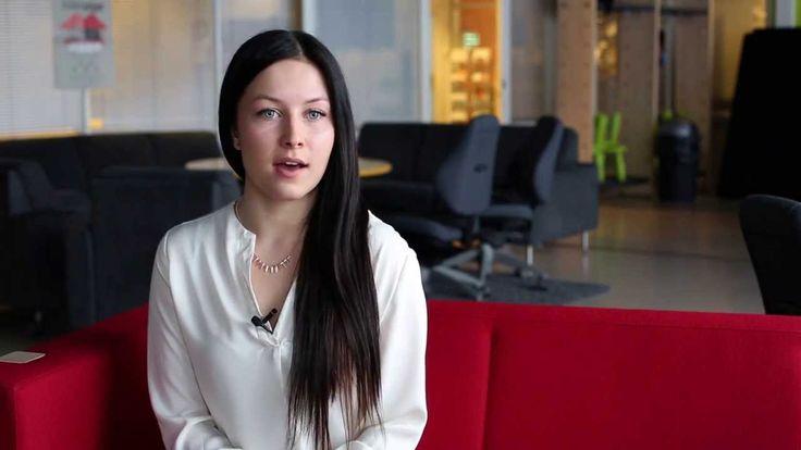 Laura Kuismanen halusi alalle, jossa pääsee hyödyntämään kielitaitoaan. Hän lähti ensin opiskelemaan Lapin ammattikorkeakoulun liikeakatemiaan. Kuultuaan enemmän logistiikan alasta, hän päätti vaihtaa suuntautumistaan. Opintoihin on kuulunut mm. markkinointia, logistiikkaa, taloushallintoa ja oikeusopintoja.