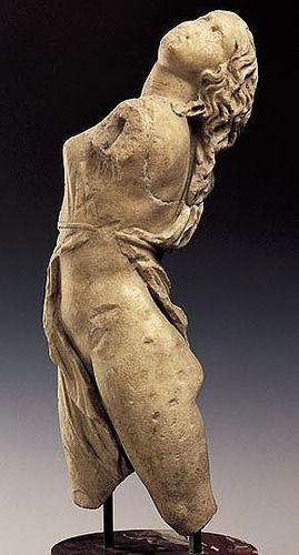 Skopas, Menade danzante, ca 335-330 a.C. Copia romana in marmo a tutto tondo. Dresda, Skulpturensammlung