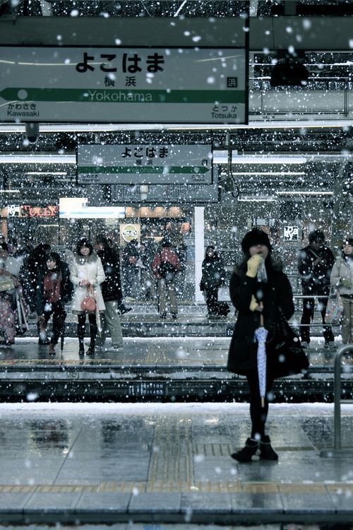 Watch the snow fall while you are waiting for a train. These people are at Yokohama Station, Japan
