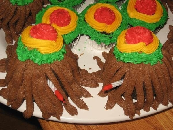 Rasta cakes for my friend Tammy who loves a guy in some dreads. ;)