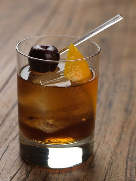 Cocktail // Earls Old Fashioned // maker's mark bourbon, demerara sugar + rootbeer bitters
