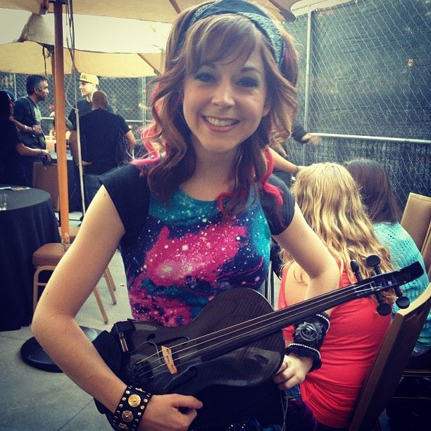 Lindsey and one violin (I think It's Nero, but I'm not sure :D )