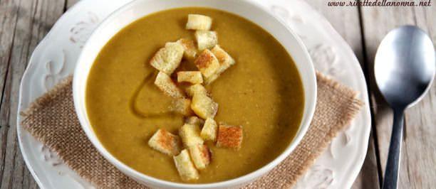 Foto Minestrone di zucca, patate e lenticchie rosse