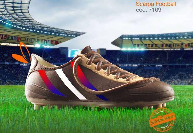 scarpa in cioccolato realizzata con gli stampi in silicone alimentare decosil #calcio  #England