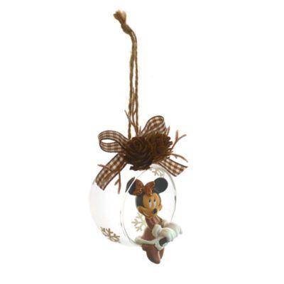 """Questa decorazione natalizia con Minni è deliziosamente """"rustica"""". La palla di vetro aperta è decorata con il personaggio di Minni seduto sul bordo e rifinita con un grazioso nastrino a quadretti e due pigne."""