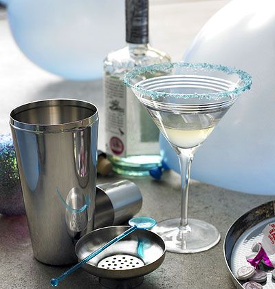 Light the sparklers, pour the bubbly, and welcome your guests – these bright ideas will impress your holiday company. myhomeideas.com