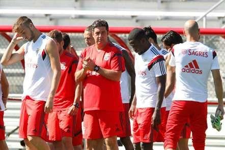 O treinador do Benfica, Rui Vitória, com o restante plantel encarnado, no final de mais um treino no Highpoint Solutions, em Brunswick, Estados Unidos. (Rui Raimundo/ASF)