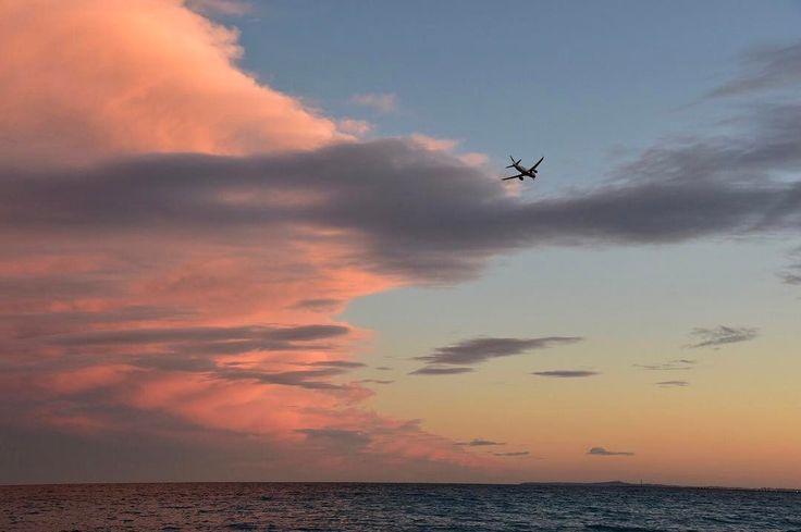 日没前の瞬間��  #ニース #nice  #ひとり旅 #voyage  #trip  #travel  #sky #海 #sea #プロムナード #promenade  #雲 #空 #ciel #mer #borddemer  #海岸 #日没 #sunset  #coucherdusoleil http://tipsrazzi.com/ipost/1504713121217198417/?code=BTh0JyHBTlR