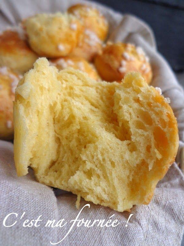 BRIOCHE DE C. FELDER (Pour 12 petites brioches de 50 g : 250 g de farine type 45 (ou farine 00, ou farine de gruau), 150 g d'oeuf à température ambiante (3 gros oeufs environ), 165 g de beurre à température ambiante, 10 g de levure fraîche (ou 4 g de levure sèche), 30 g de sucre, 1 c à c de sel, + 1 oeuf pour la dorure)