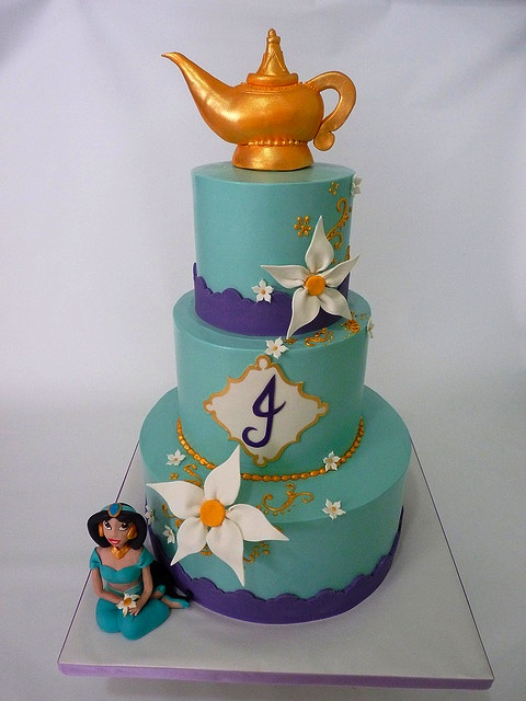 Disney's Aladdin cake with Jasmine and magic lamp If I ever get to be Jasmine. I'm celebrating with this cake