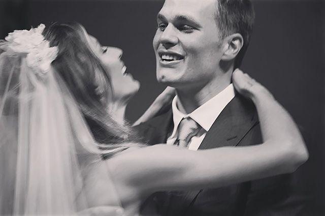 Жизель Бундхен и Том Брэди трогательно поздравили друг друга с восьмой годовщиной свадьбы - http://vipmodnica.ru/zhizel-bundhen-i-tom-bredi-trogatelno-pozdravili-drug-druga-s-vosmoj-godovshhinoj-svadby/