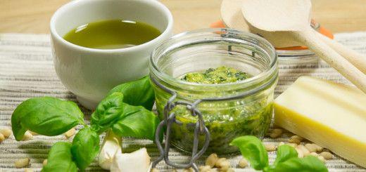 Pesto maken met minder zout uit de vijzel
