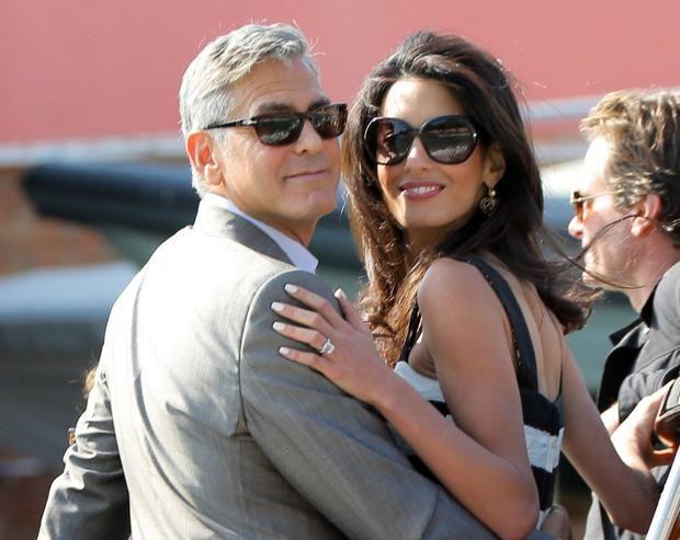 Джордж Клуни и Амаль Аламуддин подтвердили, что ждут двойню и назвали дату родов  http://joinfo.ua/showbiz/1196857_Dzhordzh-Kluni-Amal-Alamuddin-podtverdili-zhdut.html  Джордж Клуни (George Cloony) совсем скоро станет отцом. Об этом рассказала ведущая американского шоу Джули Чен. Известно также, что будущий малыш станет первым ребенком не только для актера, но и для его супруги.  Джордж Клуни и Амаль Аламуддин подтвердили, что ждут двойню и назвали дату родов , читайте...