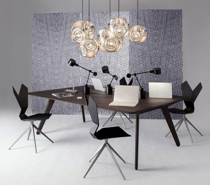 Designer Büromöbel - ein Schreibtisch aus Massivholz und Y-Stühle von Tom Dixon