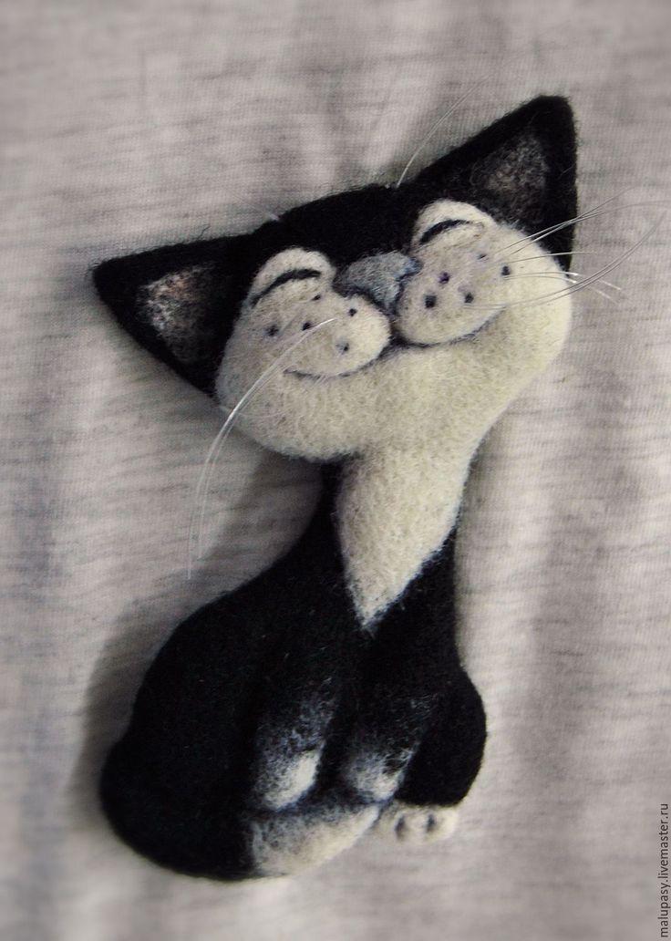 """Купить Валяная брошь """"Кот Максимилиан"""" - чёрно-белый, кот, котик, котенок, кошка, котоброшь"""