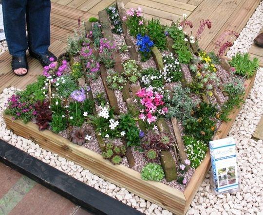 A Crevice Garden   Harrogate 2007 / The Stone Gardener / On TTL Design