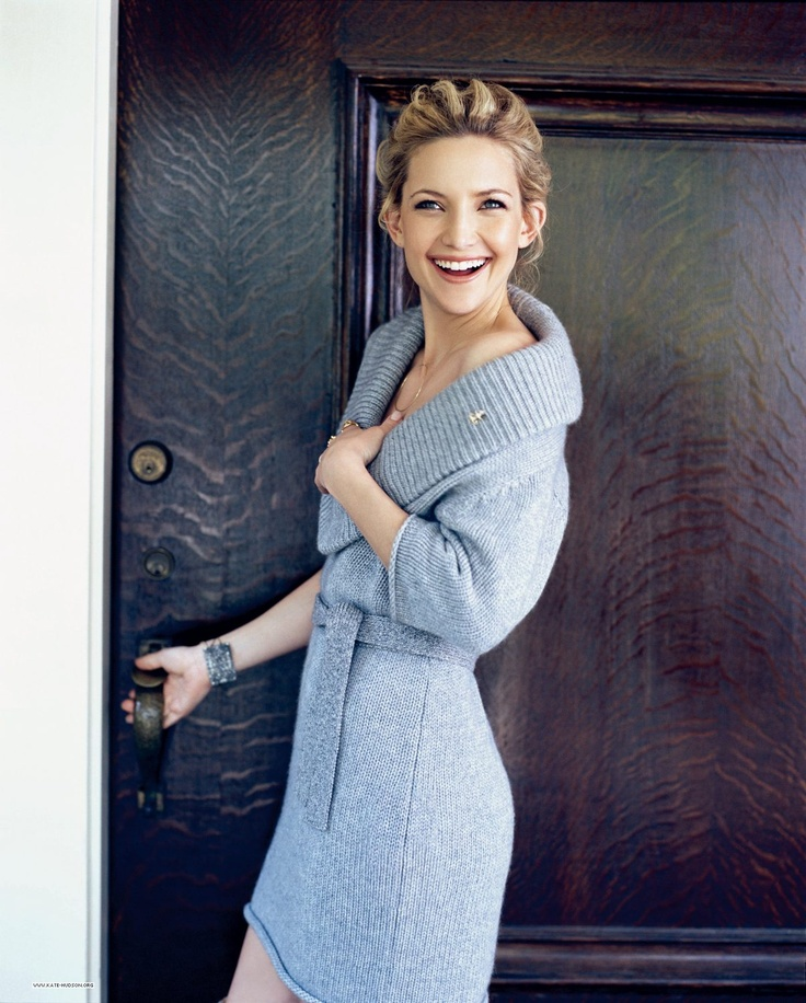 I adore Kate Hudson's smile (and her big ears :)) How can one not smile when looking at her? :))
