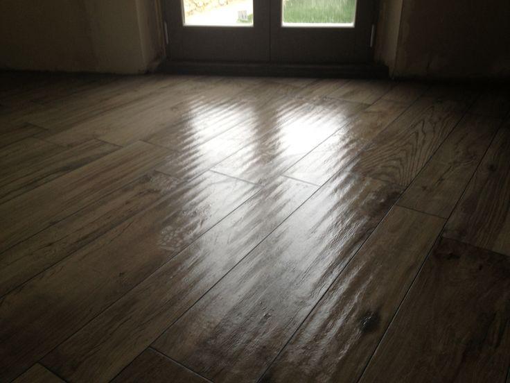 Pavimento effetto finto legno in gres porcellanato