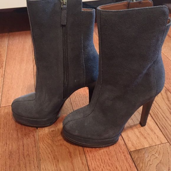 Nine West Gray Boots •Never Worn• Stylish Nine West suede boots that have never been worn! Xo❤️ Nine West Shoes