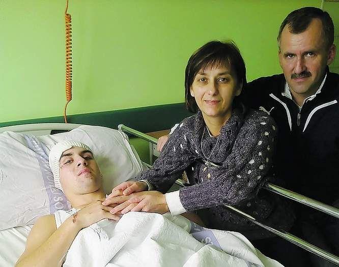 18 letni Kamil powoli wraca do zdrowia po potrąceniu przez tira. Chłopiec musiał przejść dwie trepanacje czaszki.