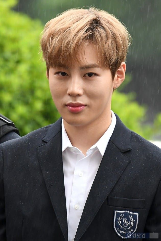 170728 Wanna One Happy Together recording - Sungwoon <3