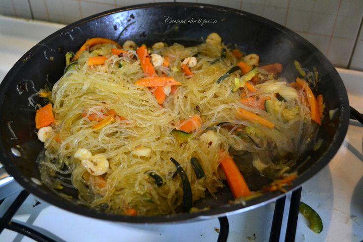 spaghetti di riso con gamberi e verdure ricetta cinese (6)