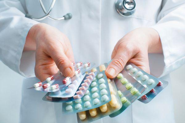 心の中で「自分なら絶対に飲みたくない」と思っていても、患者には言えない。副作用がひどい、飲んでも意味がない—じつは、そんなクスリを処方している医者は多い。