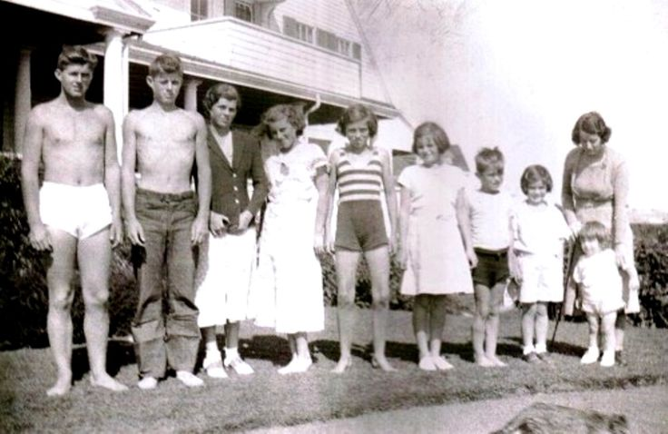 The Kennedy Bunch.❤❤❤ ❤❤❤❤❤❤❤ http://en.wikipedia.org/wiki/Joseph_P._Kennedy,_Sr. http://en.wikipedia.org/wiki/Rose_Kennedy http://www.jfklibrary.org/JFK/The-Kennedy-Family/Kathleen-Kennedy.aspx http://en.wikipedia.org/wiki/Kennedy_family http://en.wikipedia.org/wiki/Kathleen_Cavendish,_Marchioness_of_Hartington