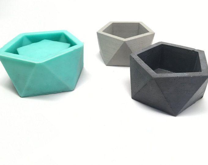 Explora los artículos únicos de Edgehill3D en Etsy: el sitio global para comprar y vender mercancías hechas a mano, vintage y con creatividad.