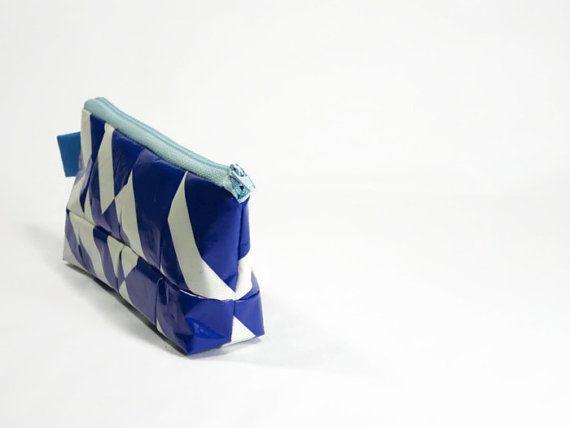 Kosmetiktasche Für Unterwegs : blau wei e federtasche upcycling rei verschlusstasche kosmetiktasche f r ~ A.2002-acura-tl-radio.info Haus und Dekorationen