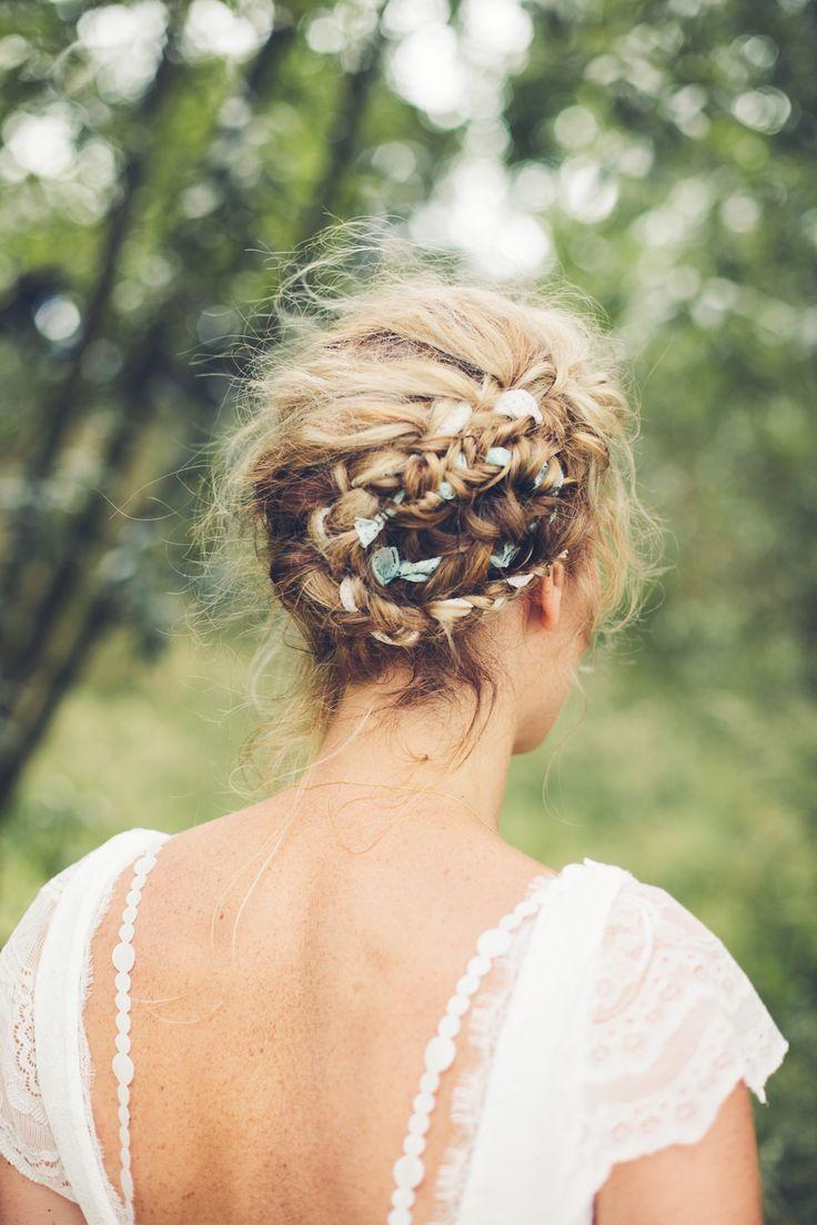 Vintage bruidskapsel met linten.