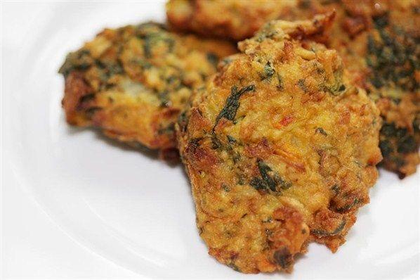 Την μεγάλη εβδομάδα,του σταυρου, οι περισσότεροι νηστευουμε όπως επίσης πολλοί από μας δεν τρώνε λάδι,έτσι και μεις βρήκαμε δέκα νόστιμες συνταγές χωρίς λάδι που θα ικανοποιήσουν τον ουρανίσκο σας!    Mανιταρόσουπαλαδερή/αλάδωτη    Υλικά  Μανιτάρια  Κρεμμύδια  Άνηθος  Αλάτι/πιπέρι  Ελαιόλαδο (αν τη θέλουμε λαδερή)  Λεμόνι (προαιρετικά)  Μοσχοκάρυδο (προαιρετικά)  Εκτέλεση  Ψιλοκόβουμε