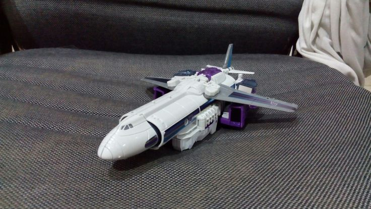 #titansreturn #octone #tankor #transformers #hasbro  Plane mode.