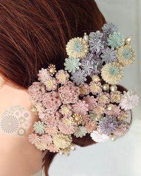 春の髪飾り Spring on the hair ・ 最近作っていたものを四つほど、花芯を付ける前にマネキンに着けてみました。春の髪飾り達です。 花芯か入ると個性が強くなるので写真のようには調和しなくなります。 まさに制作者の特権で楽しい遊びです。そしていつの間にか春ですね。 ・ I put four tsumami kanzashis on a mannequin. The spring has come to her hair!! ・ #hairaccessories #kanzashi #kimono #craft #art #artwork #Japan #igersjp #ig_nippon #spring #flowers #簪 #かんざし #髪飾り #ヘアアクセサリー #着物 #ハンドメイド #ハンドクラフト #アート #つまみ細工 #つまみかんざし #春