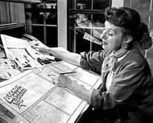 """Dalia Messick (1906 – 2005) fue una dibujante de comic norteamericana que usó el pseudónimo Dale Messick. Fue la creadora del personaje de Brenda Starr, muy famoso en la década de los 50 en USA, sus """"tiras"""" llegaron a publicarse en 250 periódicos. """"Sólo cuando firmé como Dale me comenzaron a publicar"""" (Messick dixit). Su editor insistió en que siguiera usando el apodo masculino, para lograr la aceptación del público. #DíadelasEscritoras"""