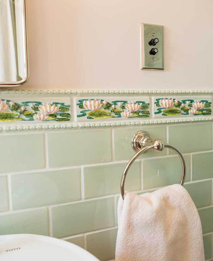 Bathroom Wall Tile Border Ideas: 110 Best Images About Remodeled Bathrooms On Pinterest