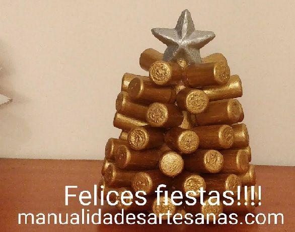 Cómo hacer árbol de Navidad con tapones sintéticos de vino. Ideas para realizar adornos navideños con los corchos de las botellas de vino que utilizamos a diario reutilizándolos para transformar accesorio de decoración.