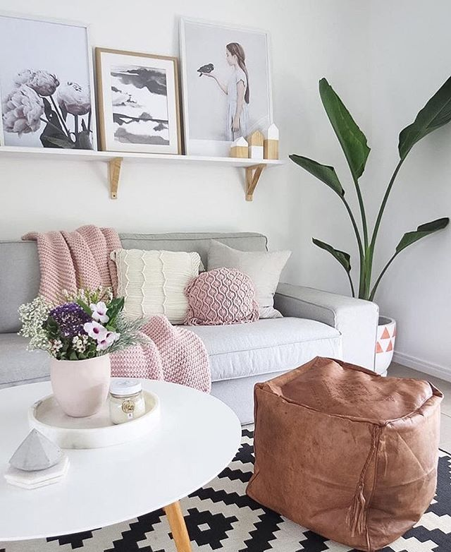 Living room amazingness from our fave @becdarragh featuring our 30cm round marble tray on sale now $169 @immyandindi