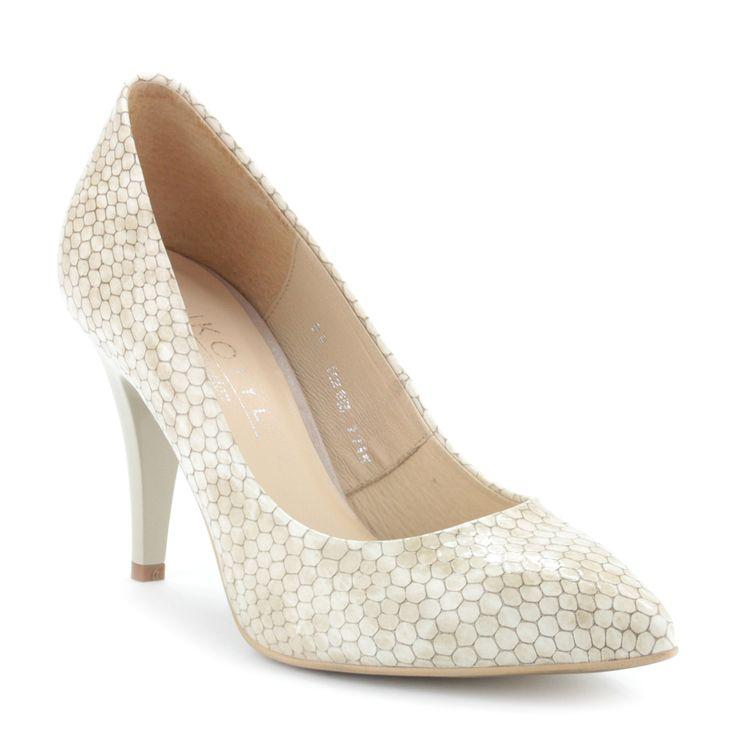 Magas sarkú női alkalmi cipő | ChiX.hu cipő webáruház Magas sarkú lakk női alkalmi cipő mintás bőr felsőrésszel, bőr béléssel. Sarka 9 cm magas. Márka: Kotyl Szín: Bézs Modellszám: 7271 BEZ LUS