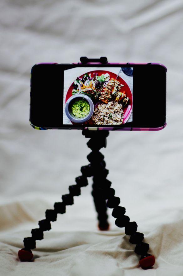 Für Smartphones gibt es eine Reihe durchaus bezahlbares Zubehör, was tolle Effekte zaubert und zugleich einen Eindruck vermitteln kann, wie ähnliche Objektive an einer DSLR Kamera zum Einsatz komme…