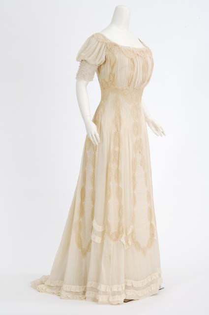 Evening dress, 1898-1906 From the MINNESOTA HISTORICAL SOCIETY