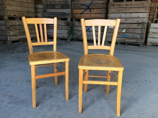 S rie de 4 anciennes chaises bistrot en bois clair de for Chaises bistrot anciennes