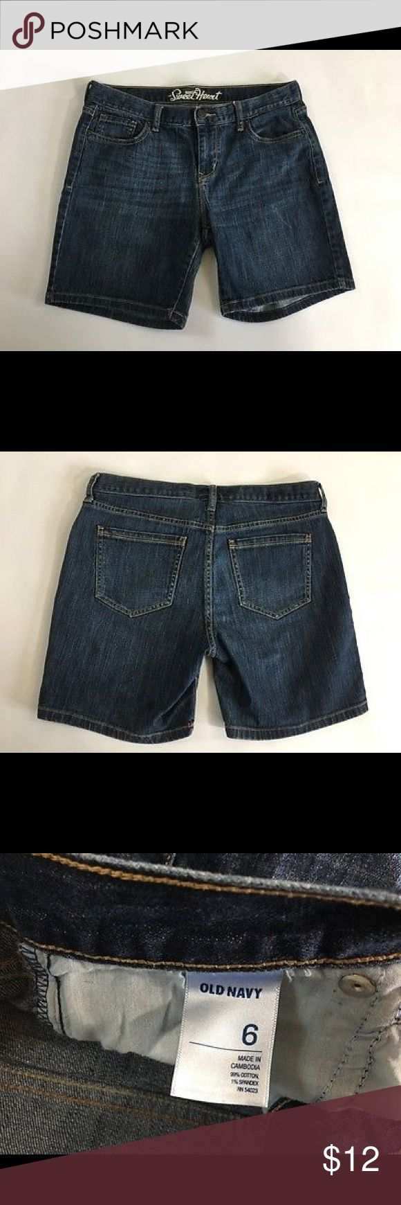 """Old Navy Women's 6 Sweetheart Denim Shorts size 6 pair of Old Navy The Sweetheart Denim Shorts. They are 99% Cotton 1% Spandex. These are in nice pre-owned condition with no stains tears or holes.  Approximate Measurements: 8.5"""" front rise 7"""" inseam 15.5"""" waist Old Navy Shorts Jean Shorts"""