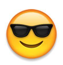 visage souriant avec des lunettes de soleil