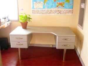 vintage metal desk...awesome.: Vintage Metal