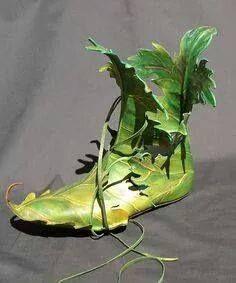 Elf Shoes . Shoe as art  #shoeasart We Love Shoes, Bags & Corsets Zapatos de duende. Zapato como arte #Shoeasart