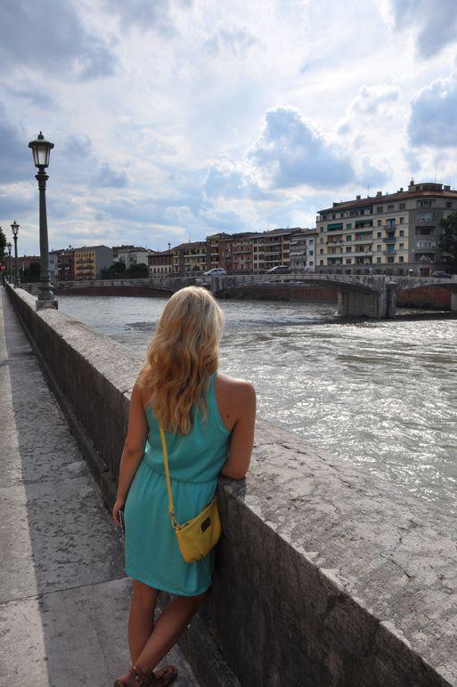 Am Ufer des Etsch, Verona: Ein Spaziergang zum Träumen und Genießen.