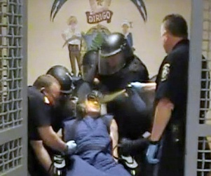 Prison Inmate Paul Schlosser Pepper Sprayed at Close Range, While Restrained (Video) http://www.opposingviews.com/i/health/prison-inmate-paul-schlosser-pepper-sprayed-close-range-while-restrained-video