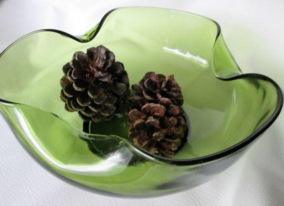 Vintage Folded Glass Bowl, Avocado Green Tri Fold Punch Bowl, Green Glass Serving Bowl, Vintage Snack Bowl, Vintage Kitchen